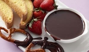 Gourmandises fondue au chocolat et aux fraises