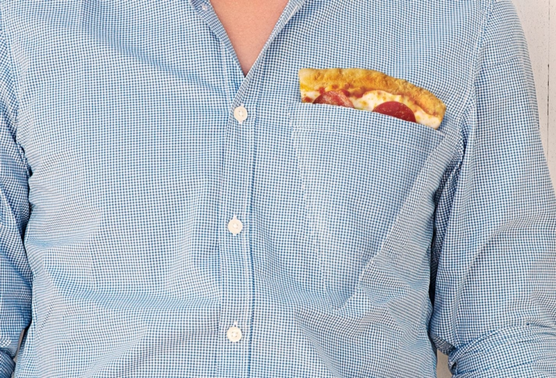 """La """"pizza pocket"""", une chemise équipée d'une poche en forme de pizza."""
