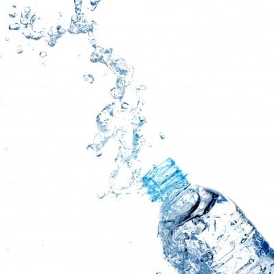hydratation par l'alimentation eau bouteille