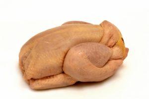 Les dangers du poulet d'élevage industriel