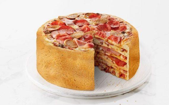 """Insolite: Un Fast Food Canadien lance le """"Gâteau Pizza"""""""