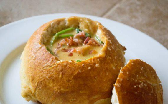 Soupe en bols de pain : 15 idées recettes gourmandes à tester !