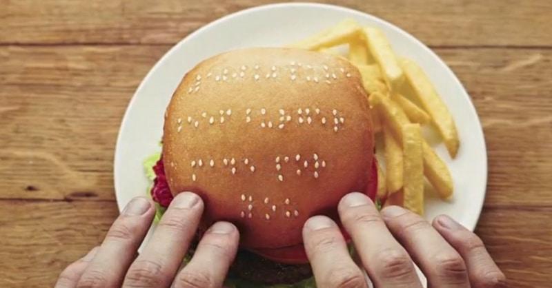 Restauration : bientôt des menus sonores pour les aveugles ?