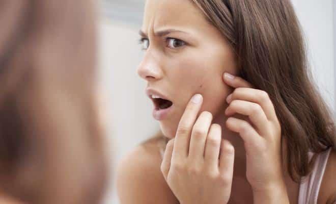 Mauvaises habitudes acne boutons beaute