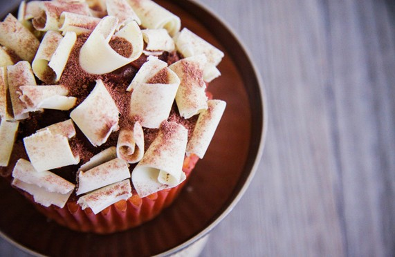 CUPCAKES COEUR NUTELLA, TOPPING MILKA ET CHOCOLAT BLANC