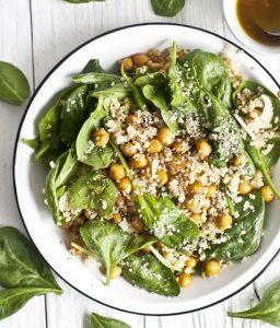 salade d'épinards au chanvre