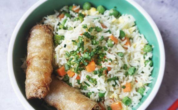 Riz cantonais végétarien fait-maison (Recette facile⭐)