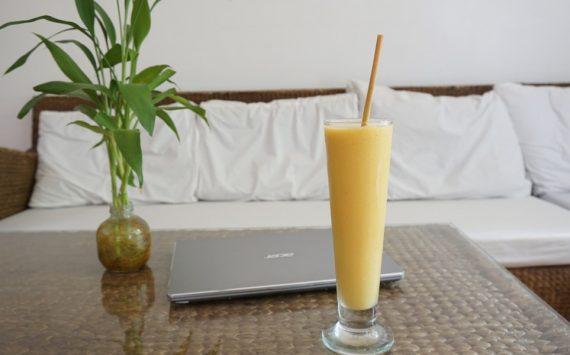Smoothie à la mangue (recette facile ⭐)