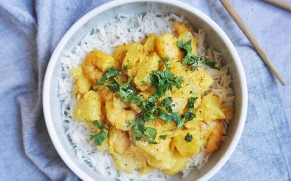 Crevettes sautées à l'ananas (recette facile⭐)