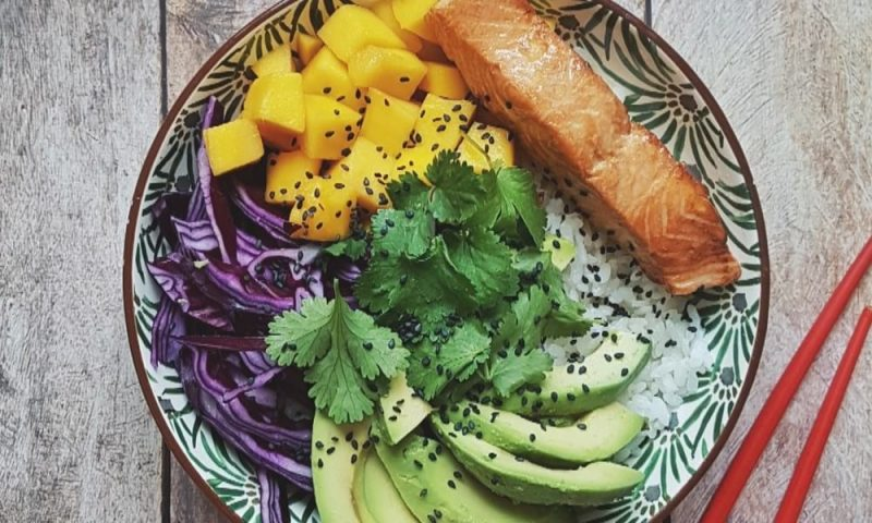 pokebowl maison saumon avocat mangue recette