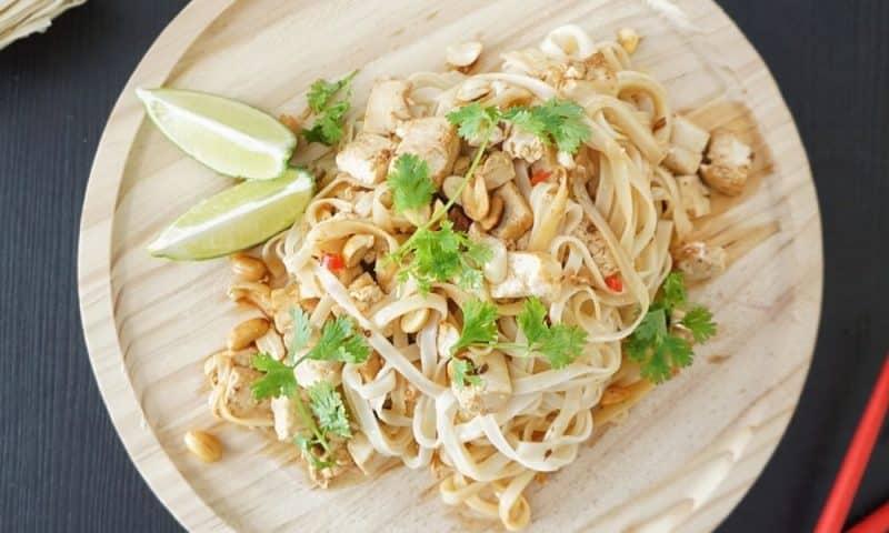 Pad thaï au tofu (recette facile ⭐)