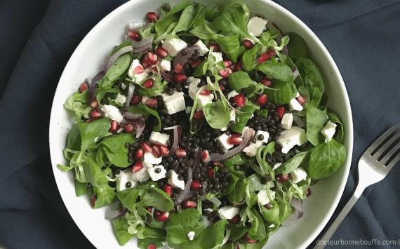 Salade de lentilles beluga, mâche, grenade et feta (recette facile⭐)