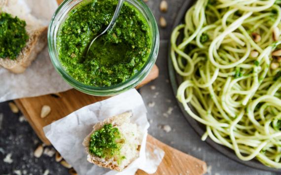 Sauce pesto aux épinards (recette facile⭐)