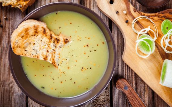 Soupe de poireaux légère, sans pomme de terre (recette facile⭐)
