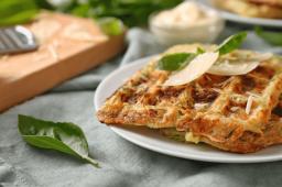 Gaufres salées fourrées au fromage et au persil (recette facile⭐)
